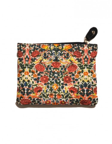 Coin purse with a pattern of roses