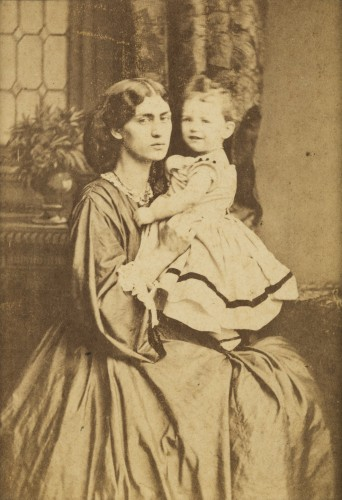 Photograph of Jane Morris with a young May Morris on her knee