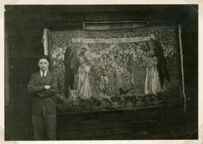 P821 Douglas Griffiths with 'The Adoration', Merton Abbey